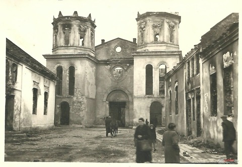 The Mielec Synagogue after being burned down on Erev Rosh Hashanah 1939 — photo credit Fotopolska.eu